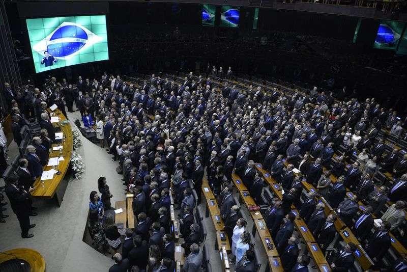 Os 513 deputados fizeram o julgamento na cerimônia de posse Foto: Agência Brasil