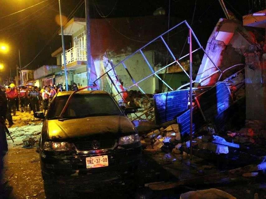 Los cinco lesionados fueron trasladados al Hospital Civil y a la Clínica 11 de Xalapa, Veracruz. Foto: Reforma/Saúl Ramírez