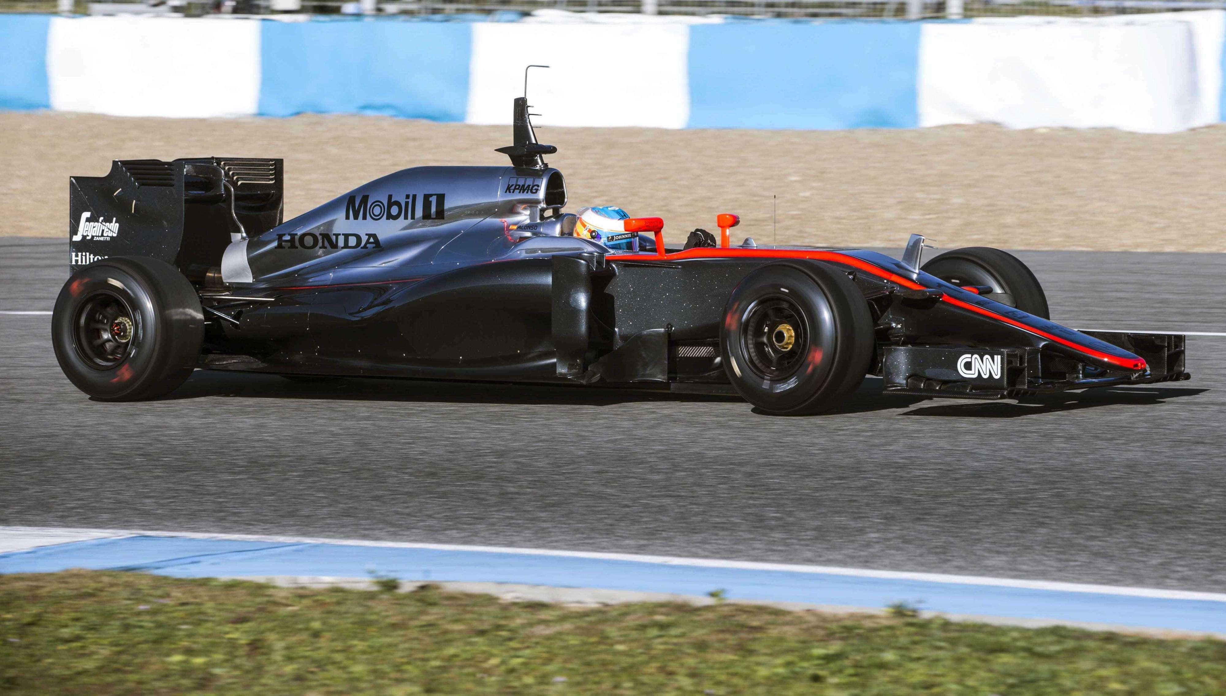 Fernando Alonso se estrenó hoy en el Circuito de Jerez con McLaren en los primeros entrenamientos oficiales de la pretemporada. Foto: EFE en español