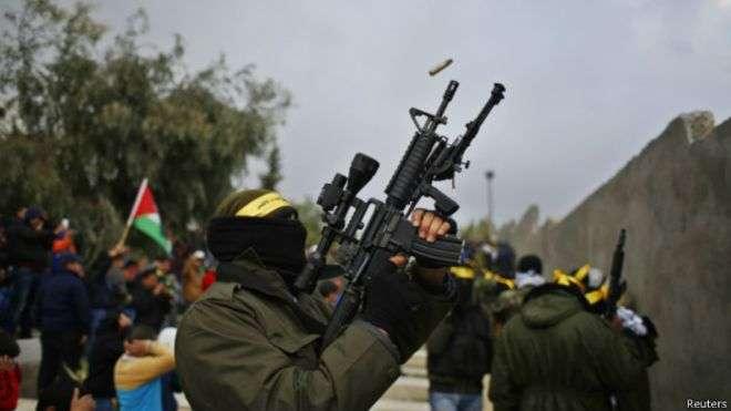 Mortes acidentais fizeram com que a prática de atirar para o alto fosse proibida em alguns lugares Foto: Reuters