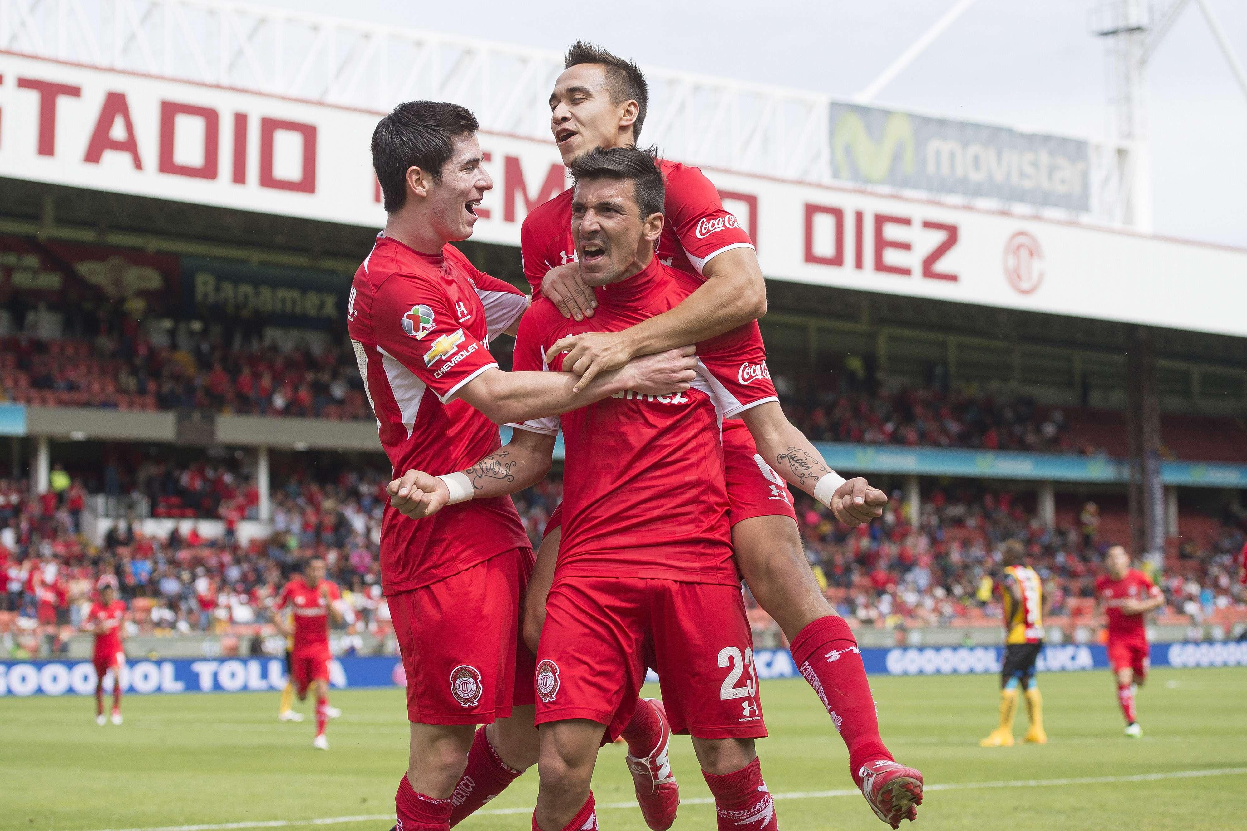 Édgar Benítez marcó dos goles y Gerardo Rodríguez se apuntó un tanto, en la victoria de Toluca 3-1 sobre Leones Negros. Foto: Mexsport