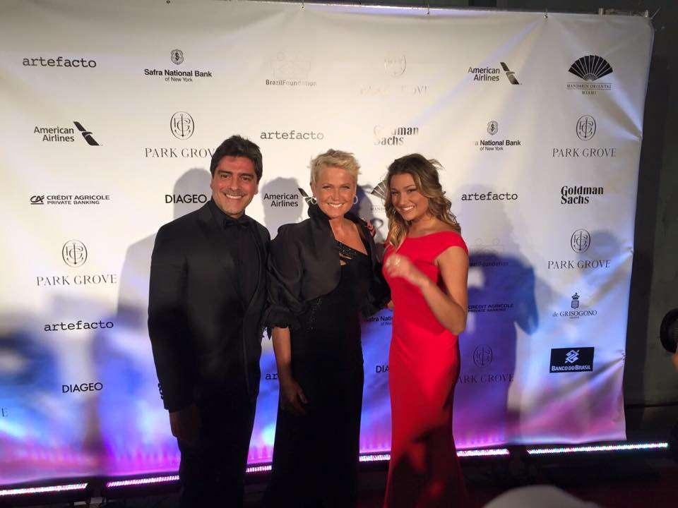 Junno Andrade, Xuxa e Sasha em Miami Foto: Facebook Xuxa/Reprodução