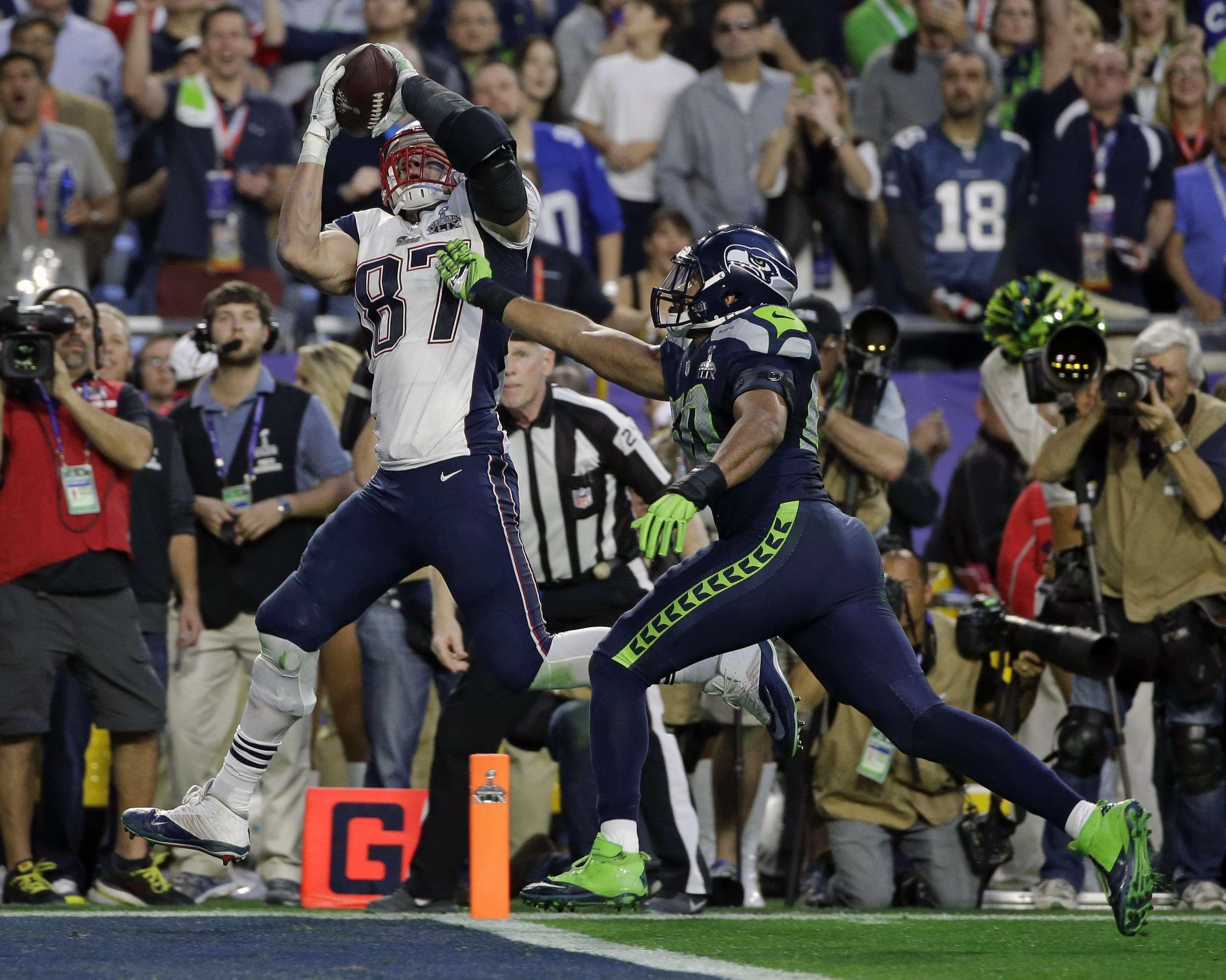 Gronwkowsky con su pase de anotación, once en Super Bowl para Tom Brady para empatar a Joe Montana Foto: AP