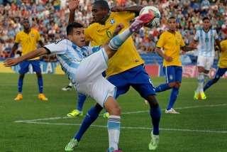 En la próxima fecha, Argentina enfrentará a Paraguay y Brasil se medirá ante Perú. Foto: NA