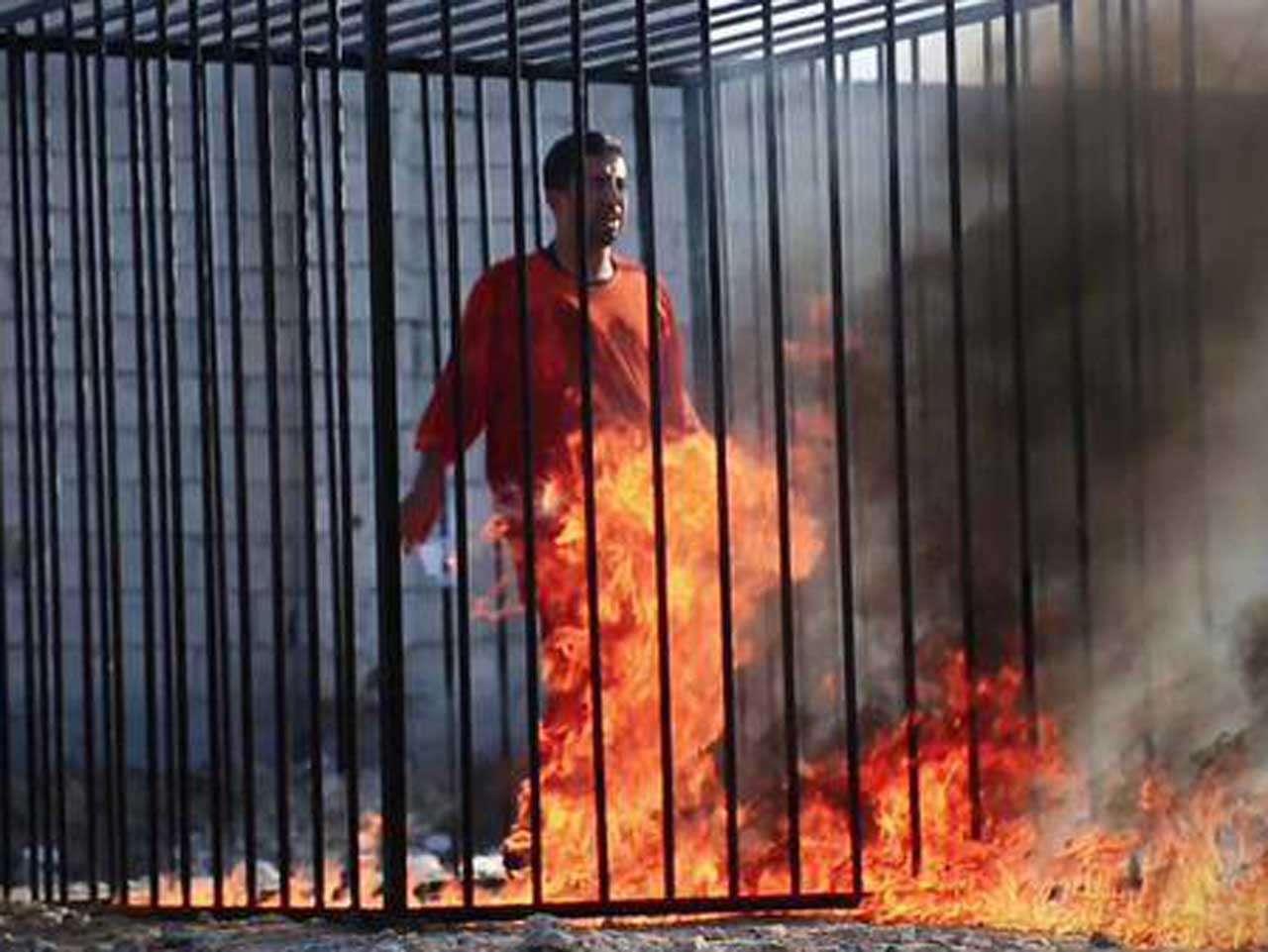 El piloto Maaz al Kassasbeh fue supuestamente quemado vivo por el Estado Islámico el 3 de febrero de 2015. Foto: Reproducción