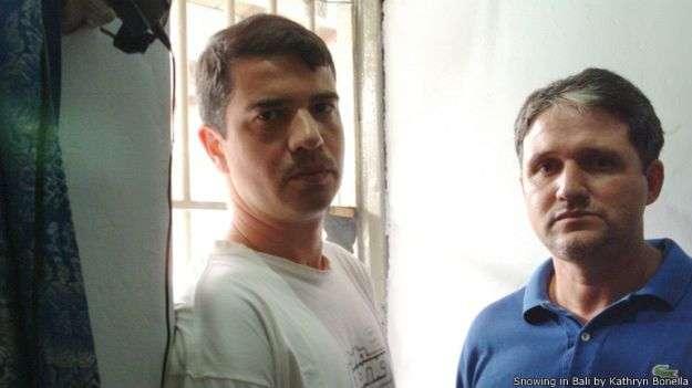 Rodrigo (à esquerda) e Marco Archer, que foi o primeiro brasileiro a ser executado no exterior, no mês passado Foto: BBC Mundo/Reprodução