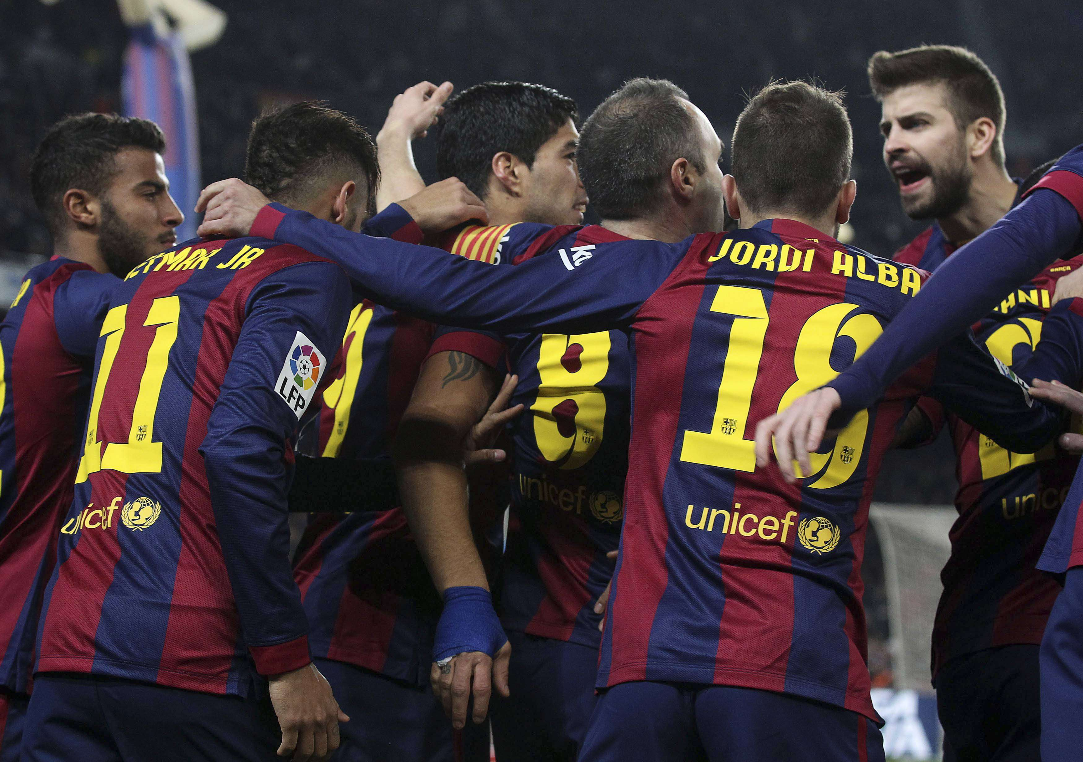 Barcelona's players celebrate Andres Iniesta's goal against Villarreal during their King's Cup semi-finals first leg soccer match at Nou Camp stadium in Barcelona February 11, 2015. REUTERS/Gustau Nacarino (SPAIN - Tags: SPORT SOCCER) Foto: GUSTAU NACARINO/REUTERS