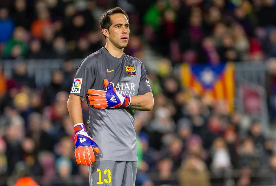 Claudio Bravo quiere seguir siendo figura del Barcelona. Foto: Agencia UNO