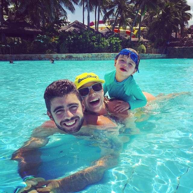 Para Luana Piovani, fevereiro foi um mês de descanso. A loira postou uma foto cheia de alegria com o marido Pedro e o filho Dom no Beach Park, em Fortaleza Foto: Instagram @luapio/Reprodução