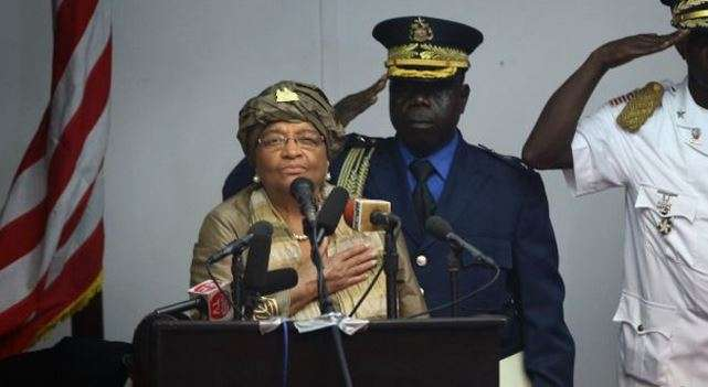 La presidenta de Liberia, Ellen Johnson Sirleaf, también informó que el toque de queda, impuesto como una medida para contener la propagación del ébola, quedaba eliminado. Foto: Getty Images