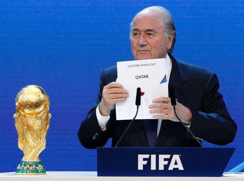 FIFA President Sepp Blatter announces Qatar as the host nation for the FIFA World Cup 2022, in Zurich in this December 2, 2010 file photo. Foto: Christian Hartmann/Reuters
