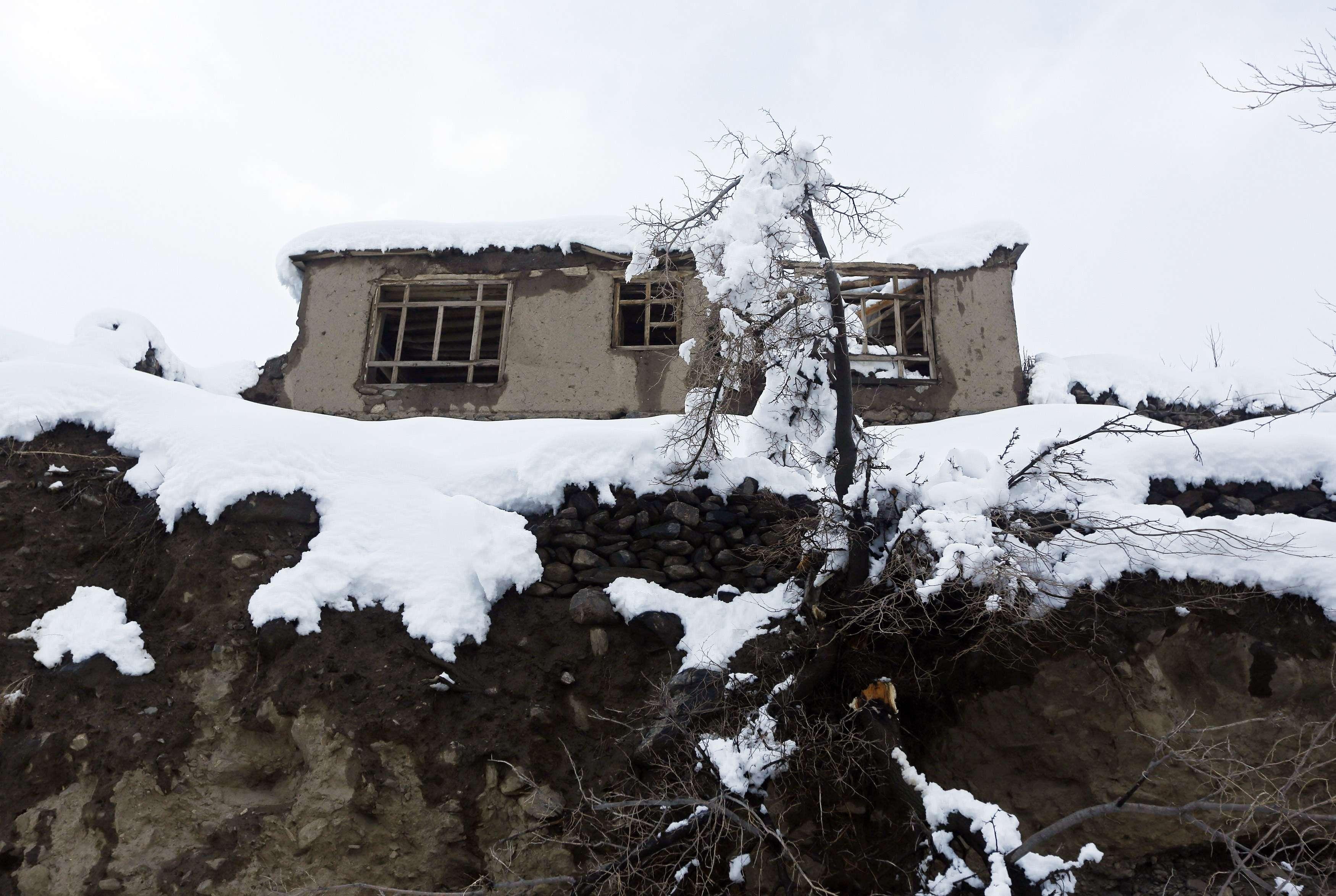 Una casa dañada por las nevadas en Afganistán Foto: Reuters