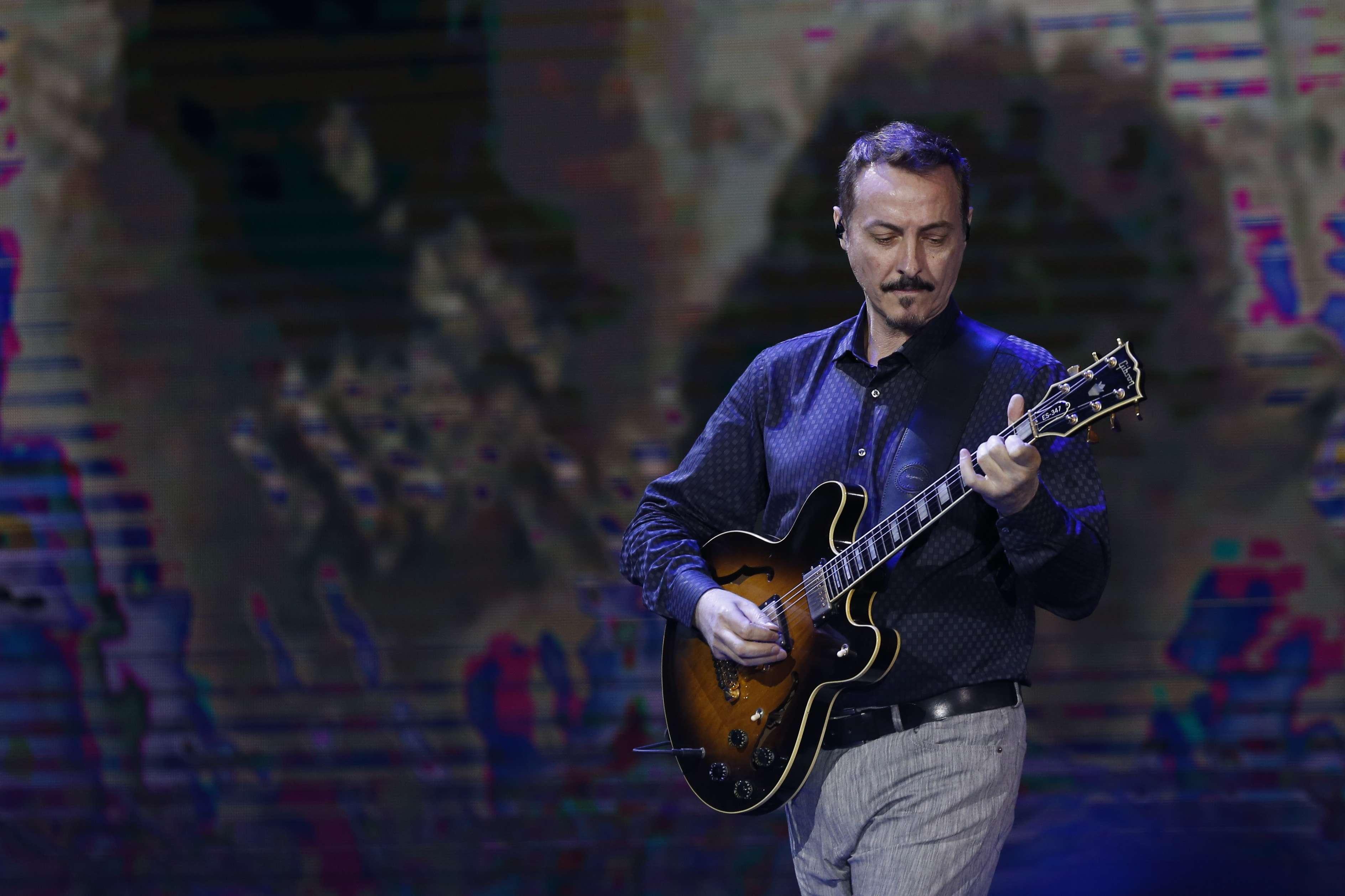 """Pedro Aznar, en homenaje a Cerati en Viña: """"Me concentré en la música porque si me pongo a pensar en recuerdos no puedo tocar"""" Foto: Agencia UNO"""