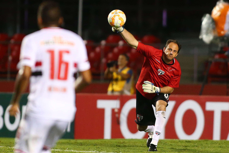 Rogério Ceni teve pouco trabalho na vitória são-paulina Foto: André Penner/AP