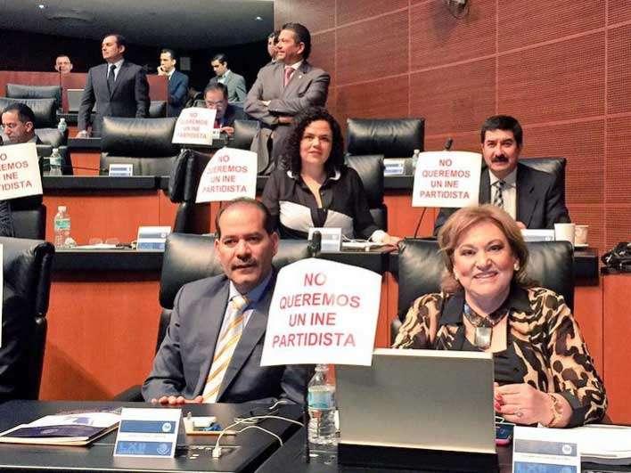 Senadores del PRI y PVEM frenaron la solicitud de discutir con urgencia el punto de acuerdo, por lo que fue turnado a comisiones. Foto: Twitter/@marianagc