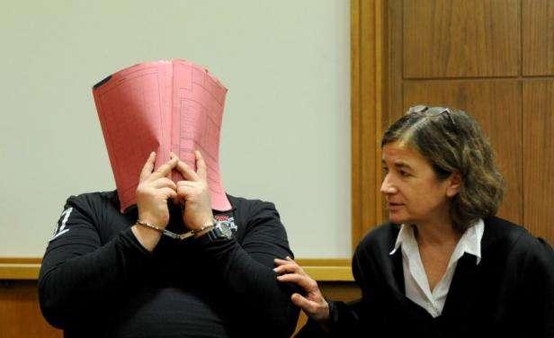 Así reaccionó el acusado al escuchar su sentencia. Foto: AFP en español