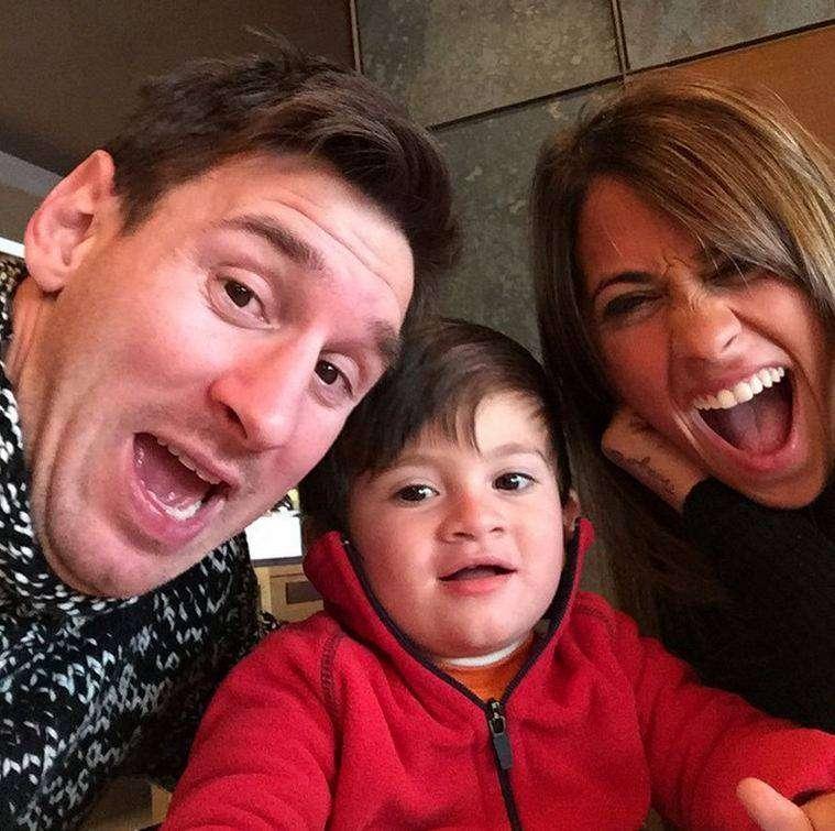 La selfie de Lionel Messi junto a Antonella y Thiago. Foto: Instagram