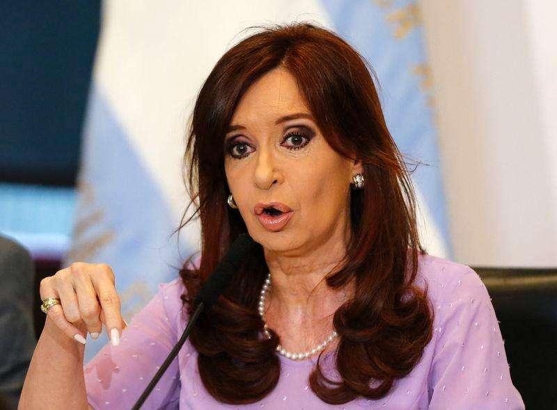 Presidente argentina Cristina Kirchner faz anúncio na Casa Rosada, em Buenos Aires. 11/02/2015. Foto: Enrique Marcarian/Reuters