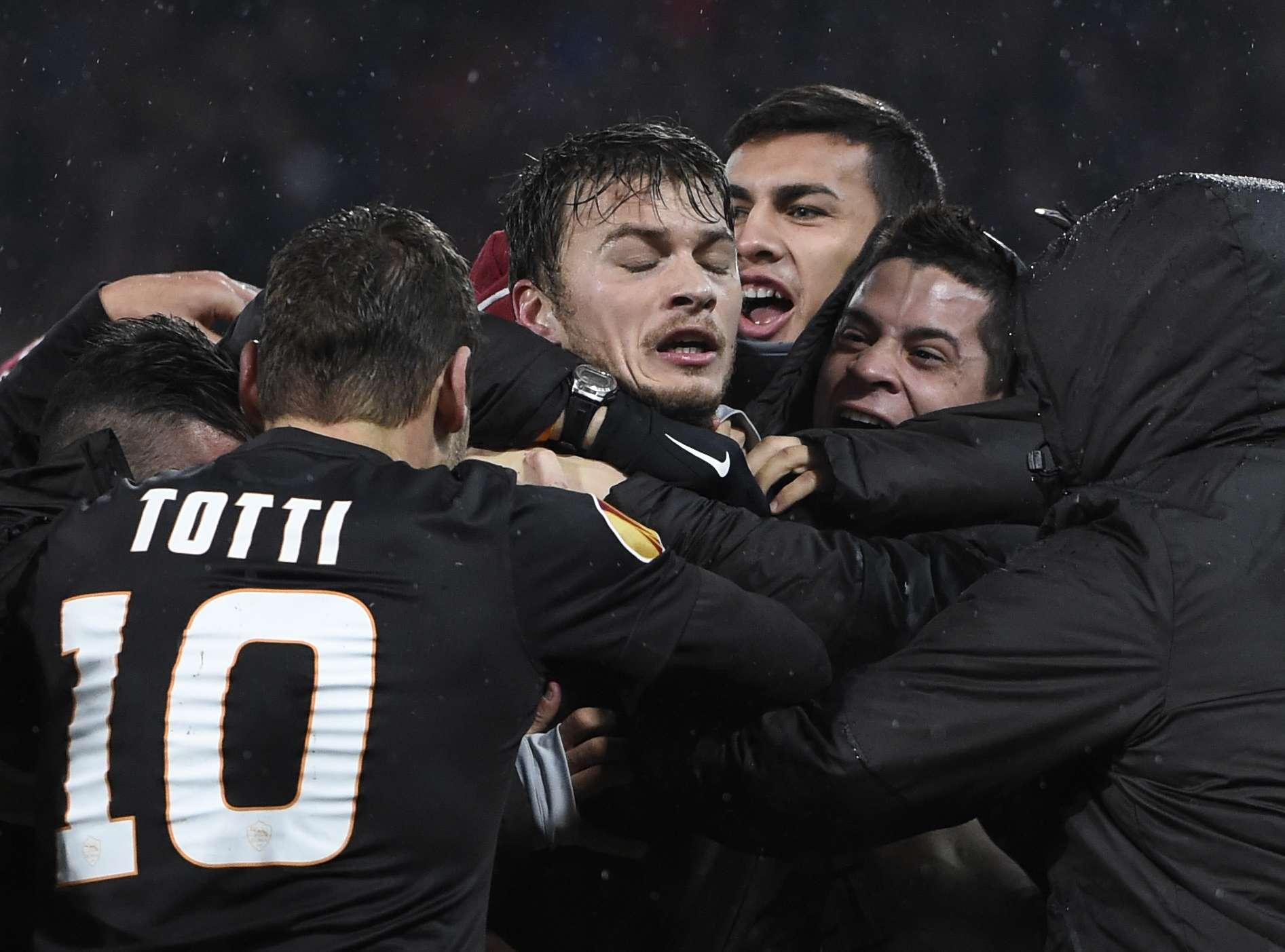 La Roma sacó un gran triunfo en su visita a Holanda en un difícil duelo ante Feyenoord. Foto: AFP