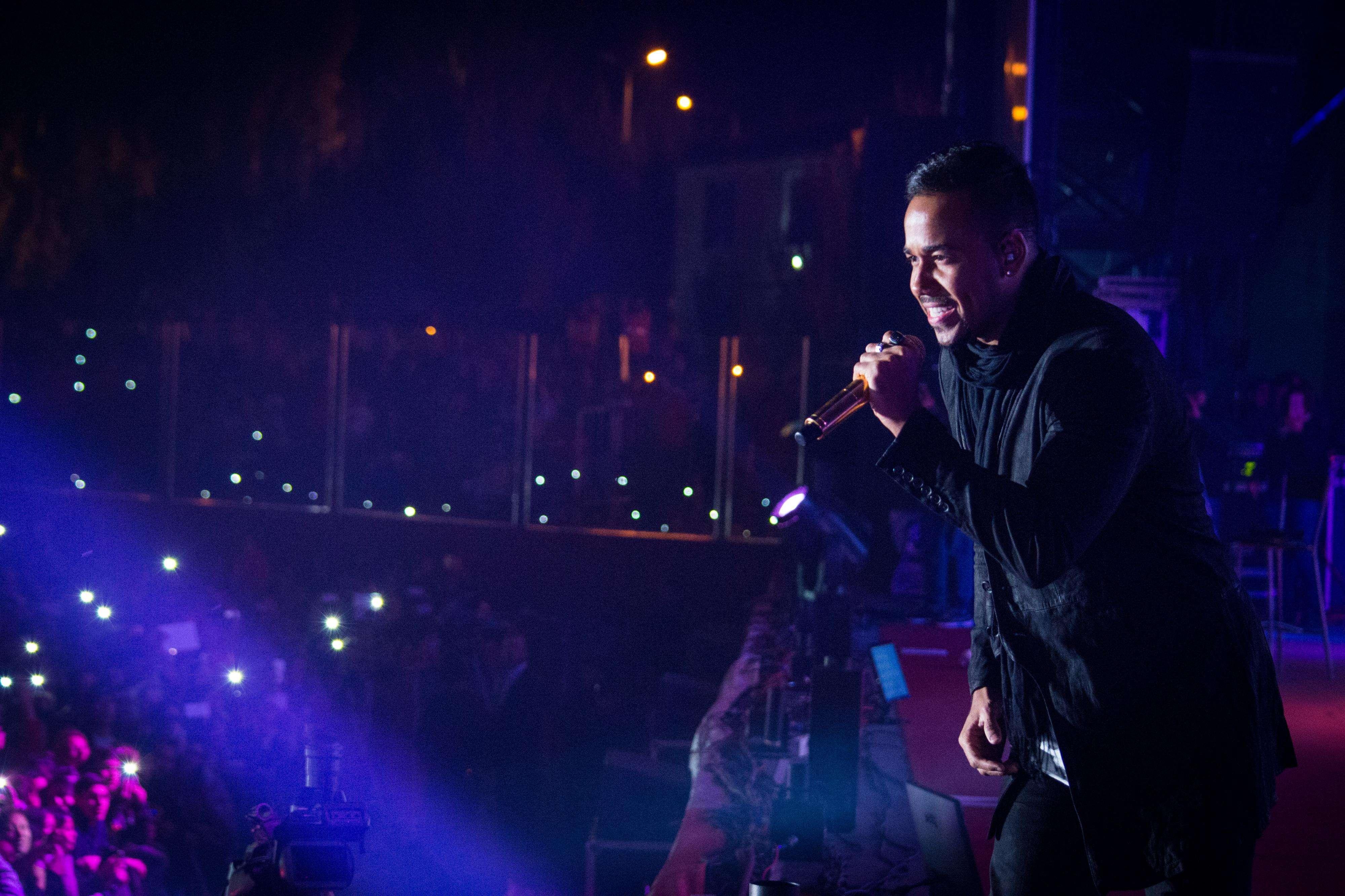 """El cantante hizo un repaso por canciones como """"Loco"""", """"Mi corazoncito"""", """"Cancioncitas de amor"""", """"Su veneno"""", """"Mi santa"""", """"Odio"""", """"Eres mía"""", """"Ella y yo"""", """"7 días"""", """"La diabla"""", """"Tu jueguito"""", """"Llévame contigo"""" y """"Un beso"""", entre otras. Foto: Prensa CZ Comunicación"""