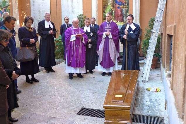 Cemitério em questão se encontra entre a Basílica de São Pedro e a Sala Paulo VI Foto: Famiglia Cristiana/Reprodução