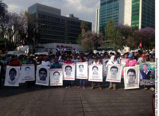 Marcha por normalistas Foto: Agencia Reforma