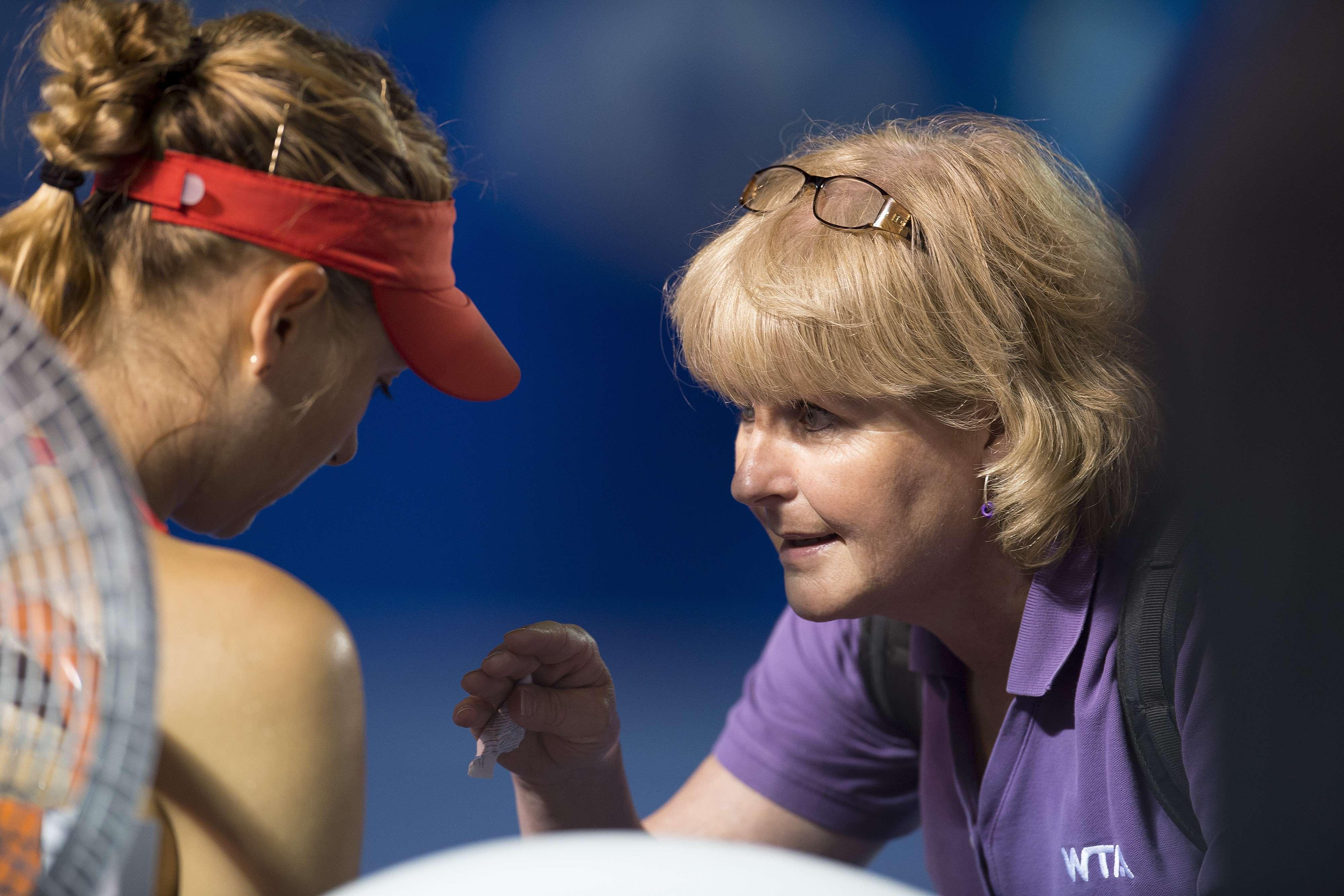 Maria Sharapova tuvo atención médica a lo largo de su partido contra Rybarikova Foto: Mexsports