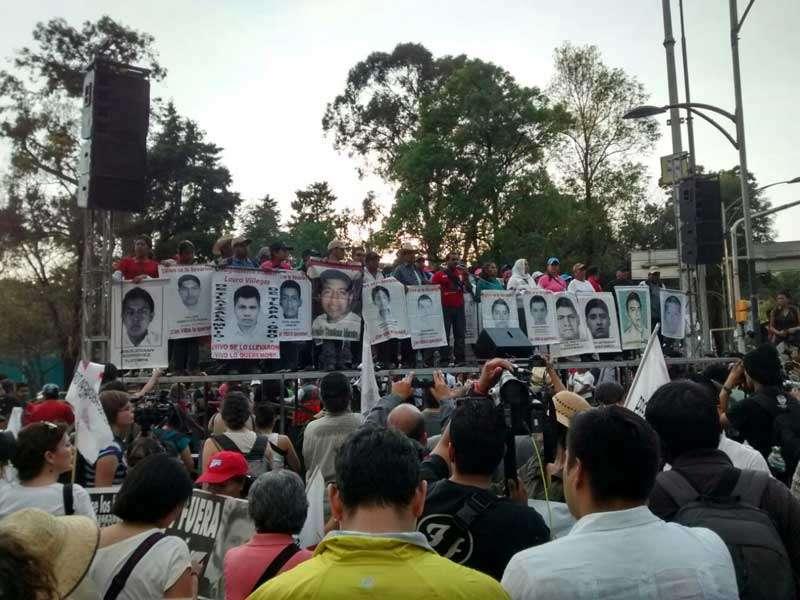 Los padres de estudiantes han manifestado su desconfianza en la versión de la PGR sobre el destino fatal de los jóvenes en Cocula, Guerrero. Foto: Terra/David Martínez