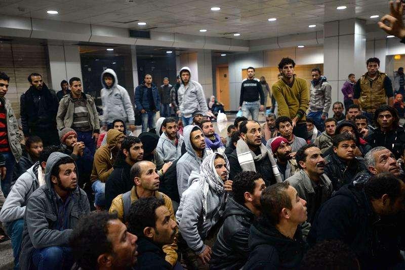 4.122 egipcios llegaron al aeropuerto de El Cairo, Egipto Foto: EFE en español