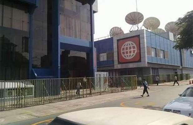 América TV enreja su sede ante Marcha contra la TV basura. Foto: Twitter
