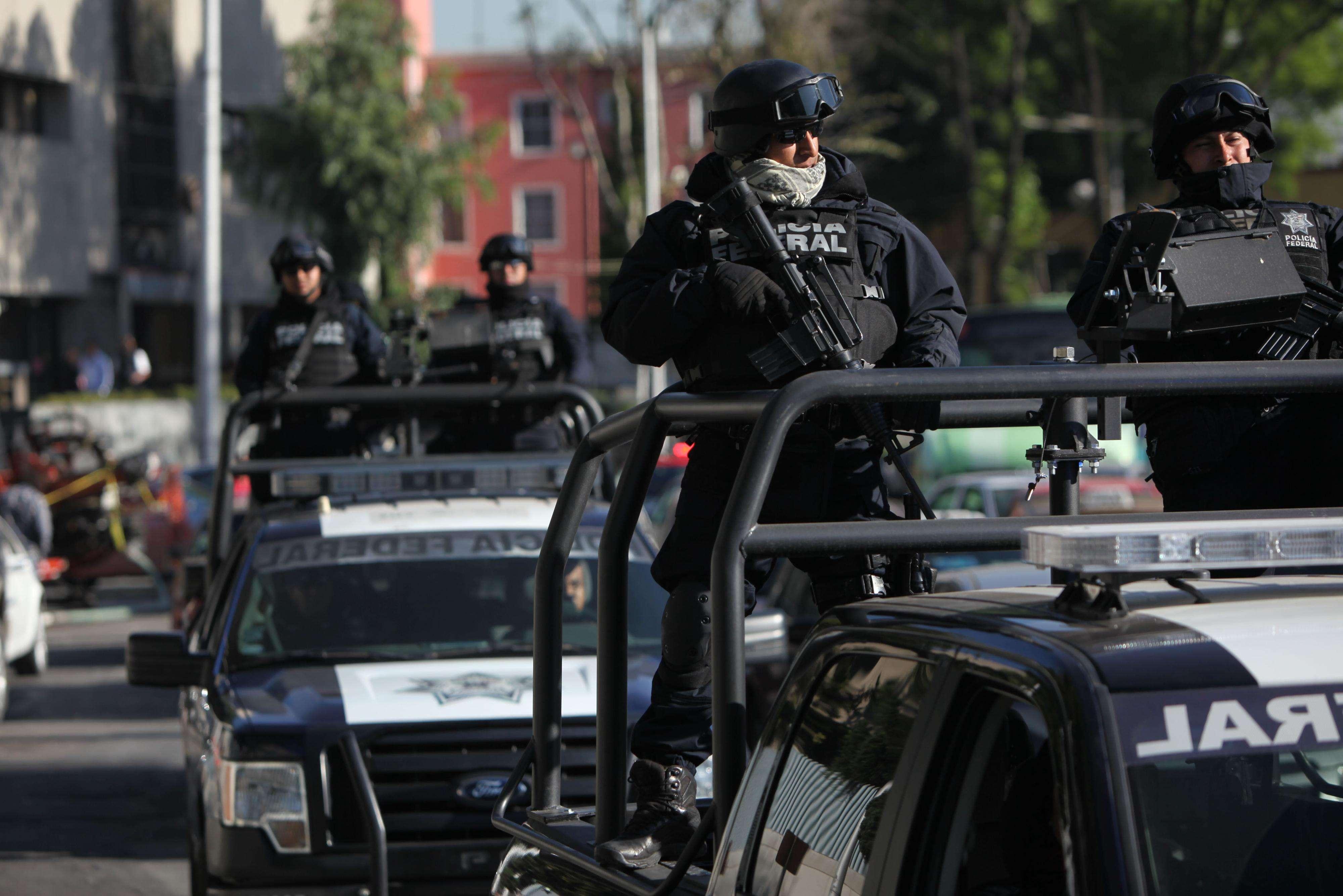 Instalaciones federales, del hangar de la Procuraduría General de la República (PGR) y Subprocuraduría Especializada en Investigación de Delincuencia Organizada (Seido), son fuertemente custodiadas por elementos de la Marina, Policía Federal y del Ejército Mexicano. Foto: AP en español