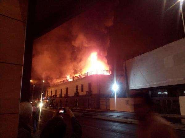 El incendio se declaró pasada las 22:00 horas. Foto: Twitter @dngonzalo