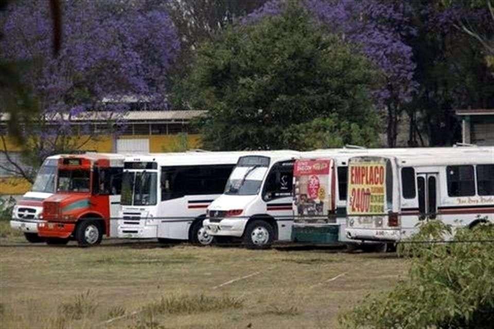 Los vehículos retenidos están en Centro Regional de Educación Normal de Oaxaca. Foto: Reforma