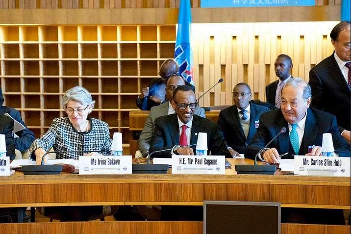 .Los Presidentes de la Comisión son el Presidente de Rwanda, Sr. Paul Kagame, y el Sr. Carlos Slim Helú, de México; el Secretario General de la UIT, Houlin Zhao, y la Directora General de la UNESCO, Sra. Irina Bokova, son sus Vicepresidentes. Foto: Telmex