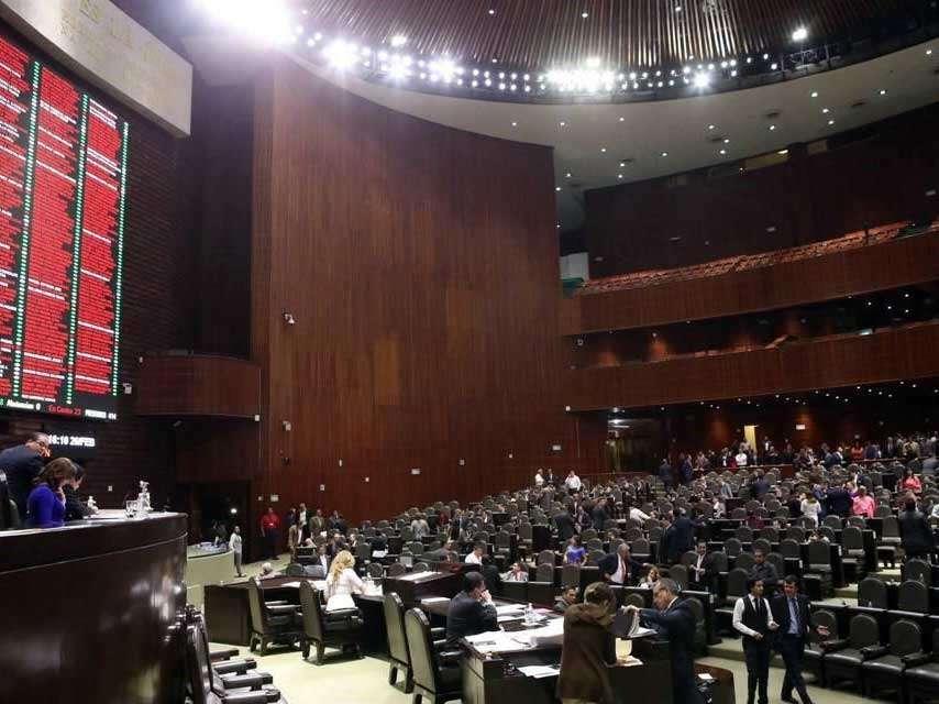 Después de dos horas discusión, se procedió a una primera votación, tras lo cual los legisladores abordaron reservas. Foto: Reforma/Óscar Mireles