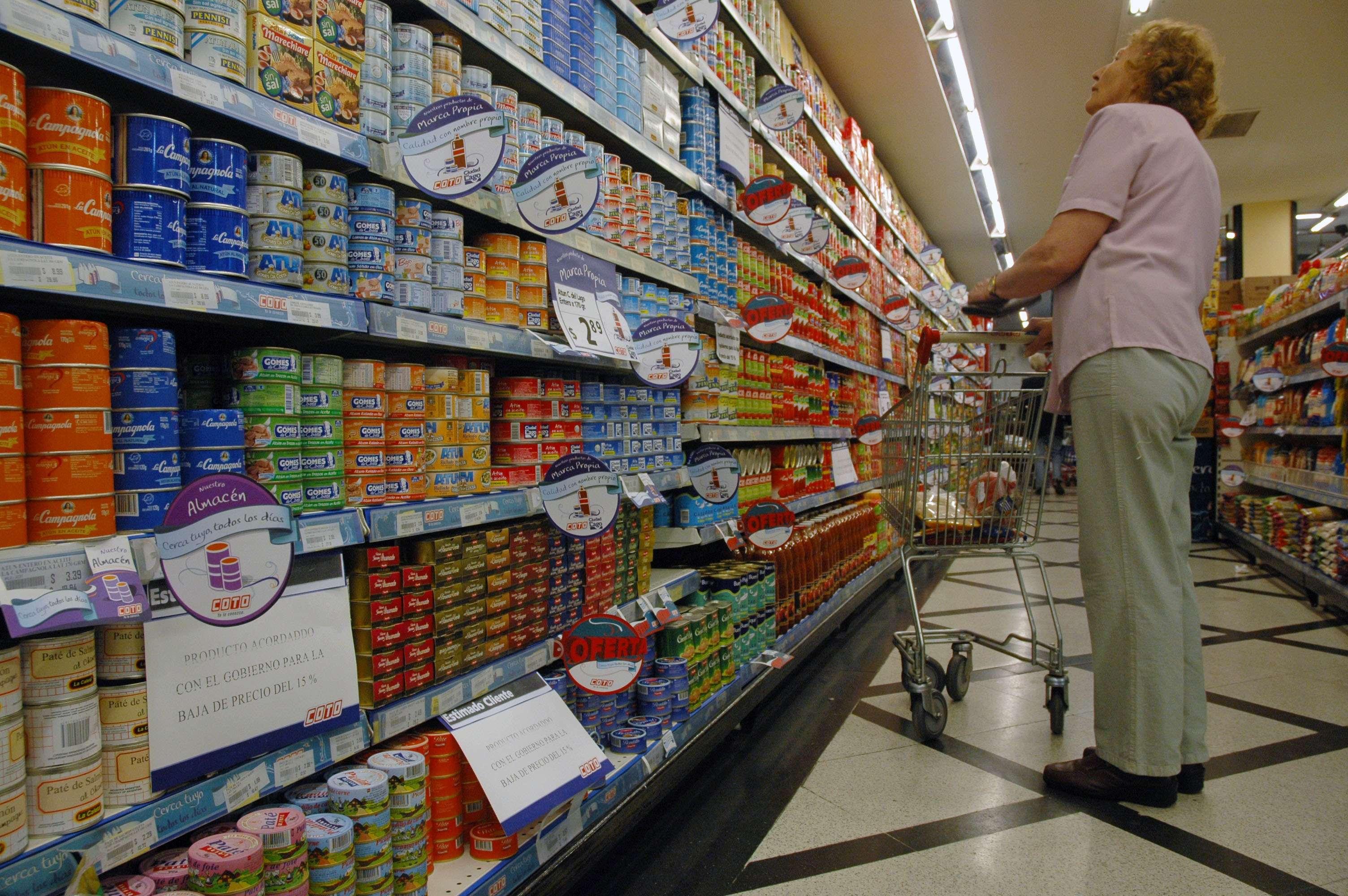 """Los directivos de cadenas de supermercados denuncian que pierden un 3 por ciento de facturación por el robo de """"mecheros"""" dentro de los locales. Foto: NA"""