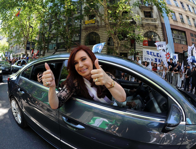 Cristina Kirchner llegará a la Casa Rosada a bordo de un helicóptero y desde allí se trasladará en auto, subiendo por la Avenida de Mayo, luego por Rivadavia, hasta el Congreso, donde en las puertas se desplegará una multitud de militantes que seguirán su discurso a través de pantallas gigantes y un sistema de parlantes que se montará en la Plaza del Congreso. Foto: NA