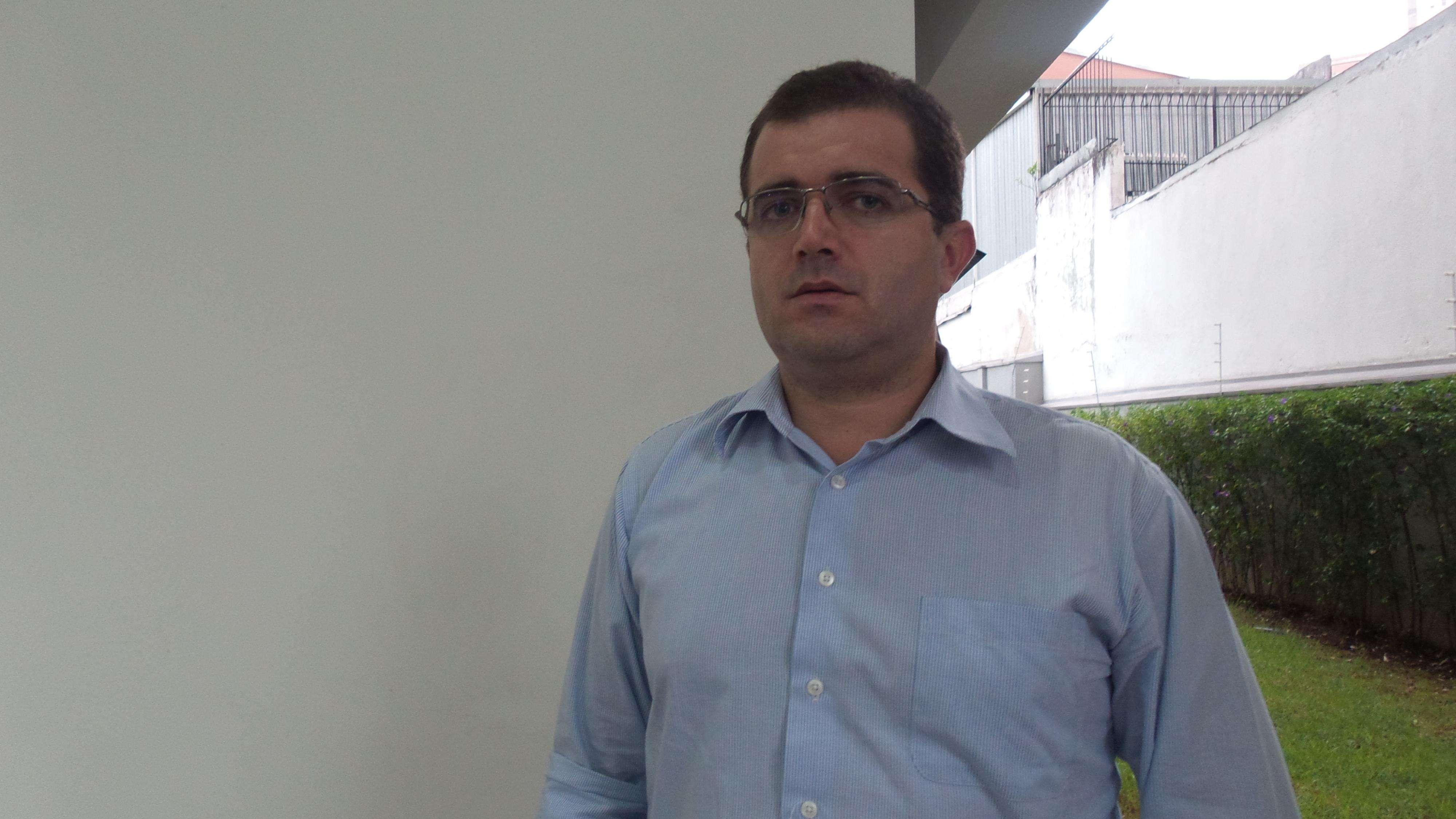 André Antunes, 37 anos, criou um perfil contra a presidente Dilma nas redes sociais Foto: Janaina Garcia/Terra