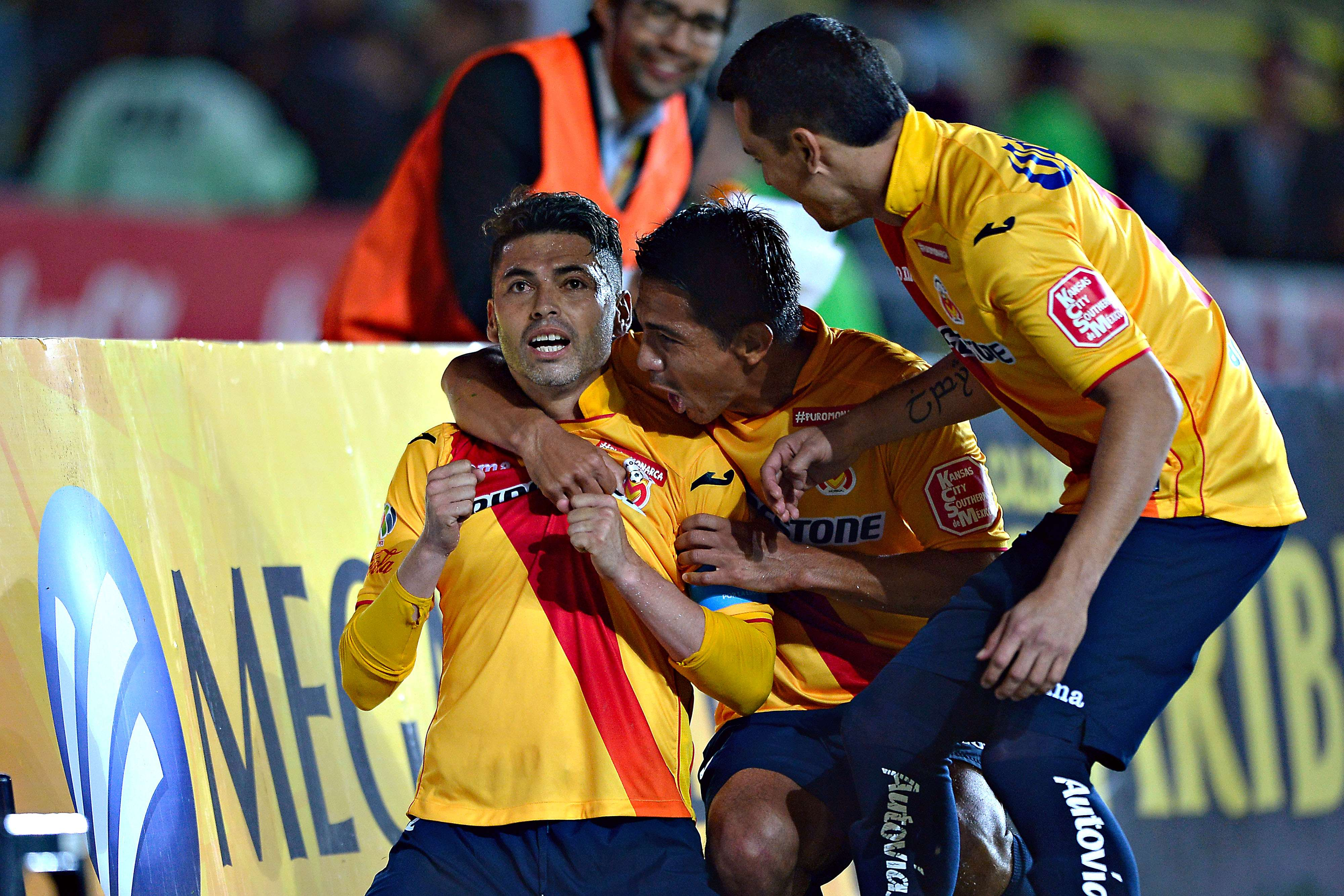 Carlos Adrián Morales hizo el gol del triunfo. Foto: Mexsport