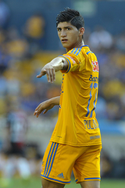 Alan Pulido sigue en su controversia con el equipo Tigres. Foto: Getty Images
