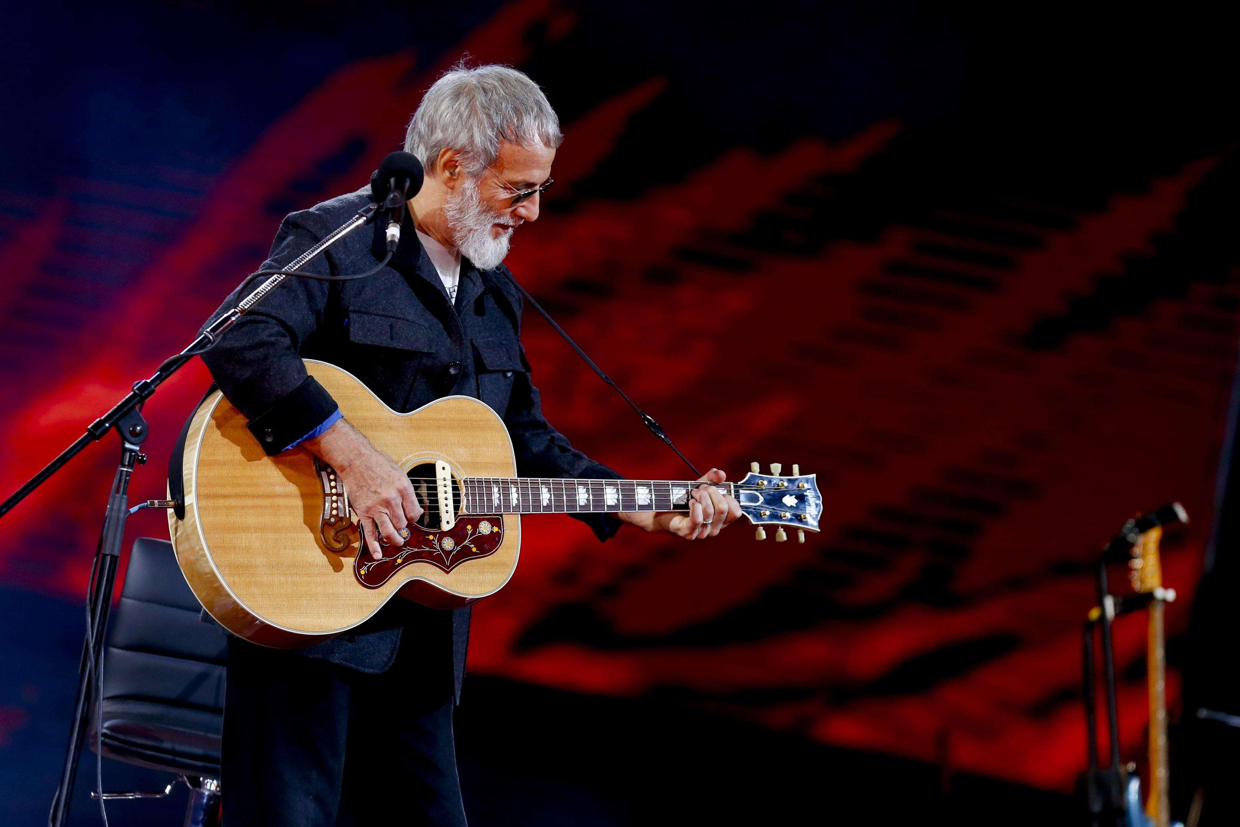 El veterano Cat Stevens se presentó en la última noche de Viña 2015 y puso a la Quinta a corear con cover de The Beatles incluido. Foto: A