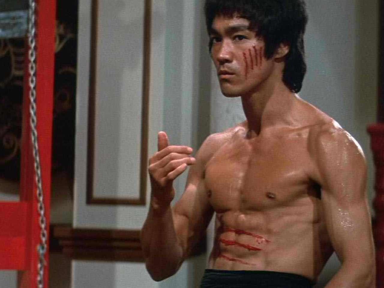 En 1993 se estrenó la película biográfica 'Dragon: The Bruce Lee Story', que estaba basada en el libro escrito por la viuda de Bruce Lee. Foto: Collider
