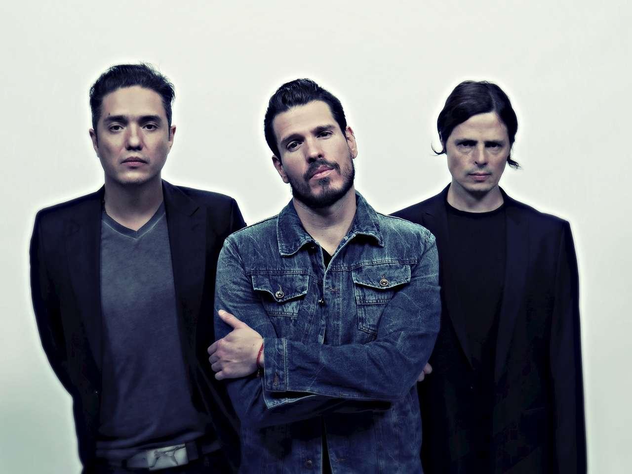 Erik Neville (guitarra), Francisco Familiar (voz) y Edgar Hansen (bajo) son los integrantes de DLD. Foto: Oficial