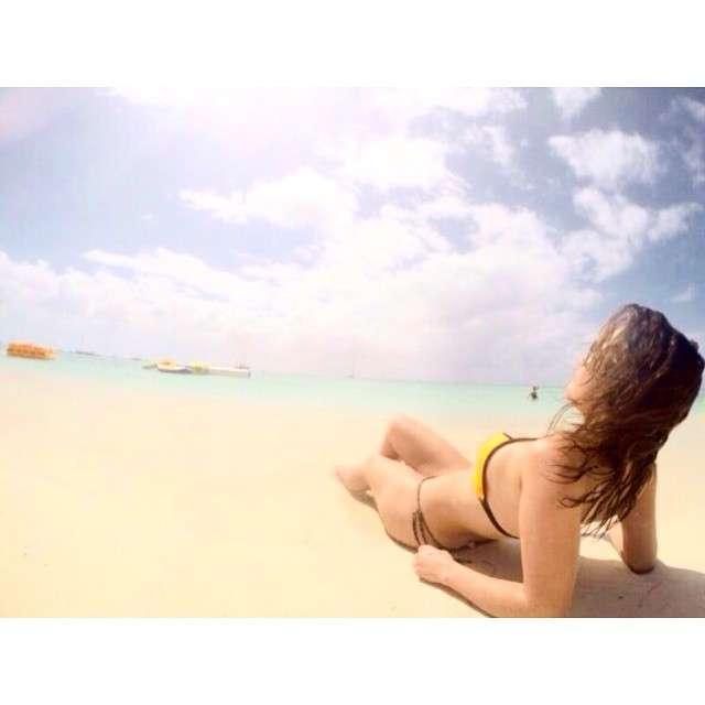 """""""A dura vida na ilha"""", escreveu atriz na legenda Foto: Instagram/Reprodução"""
