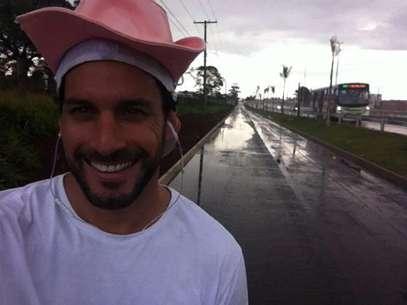 Atacante caminhou até Trindade para agradecer conquista pelo Vila Nova Foto: Facebook/Reprodução