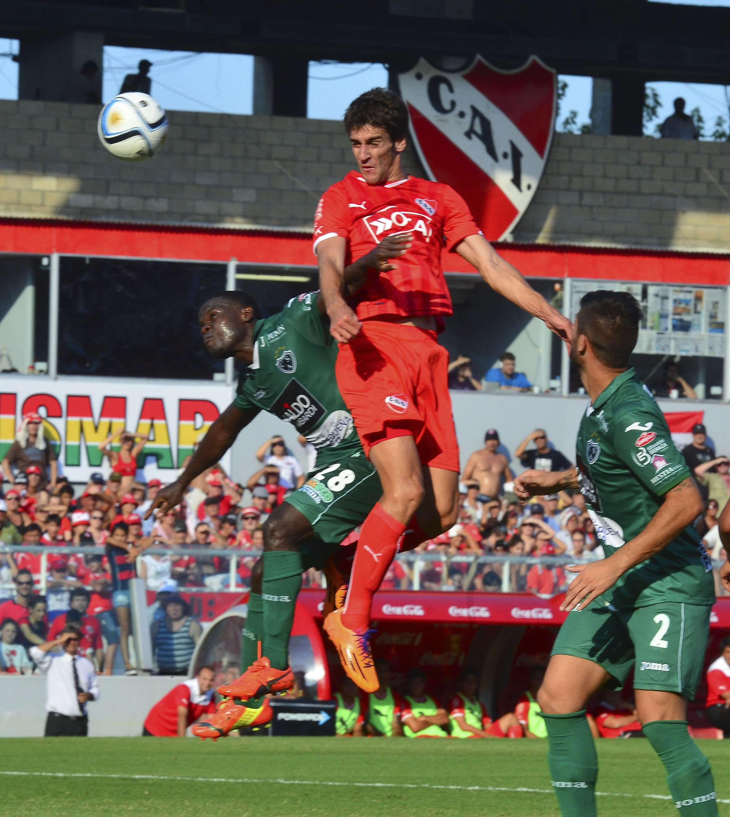 Por la segunda fecha, Independiente consiguió un agónico empate frente a Sarmiento, en Avellaneda. Foto: NA