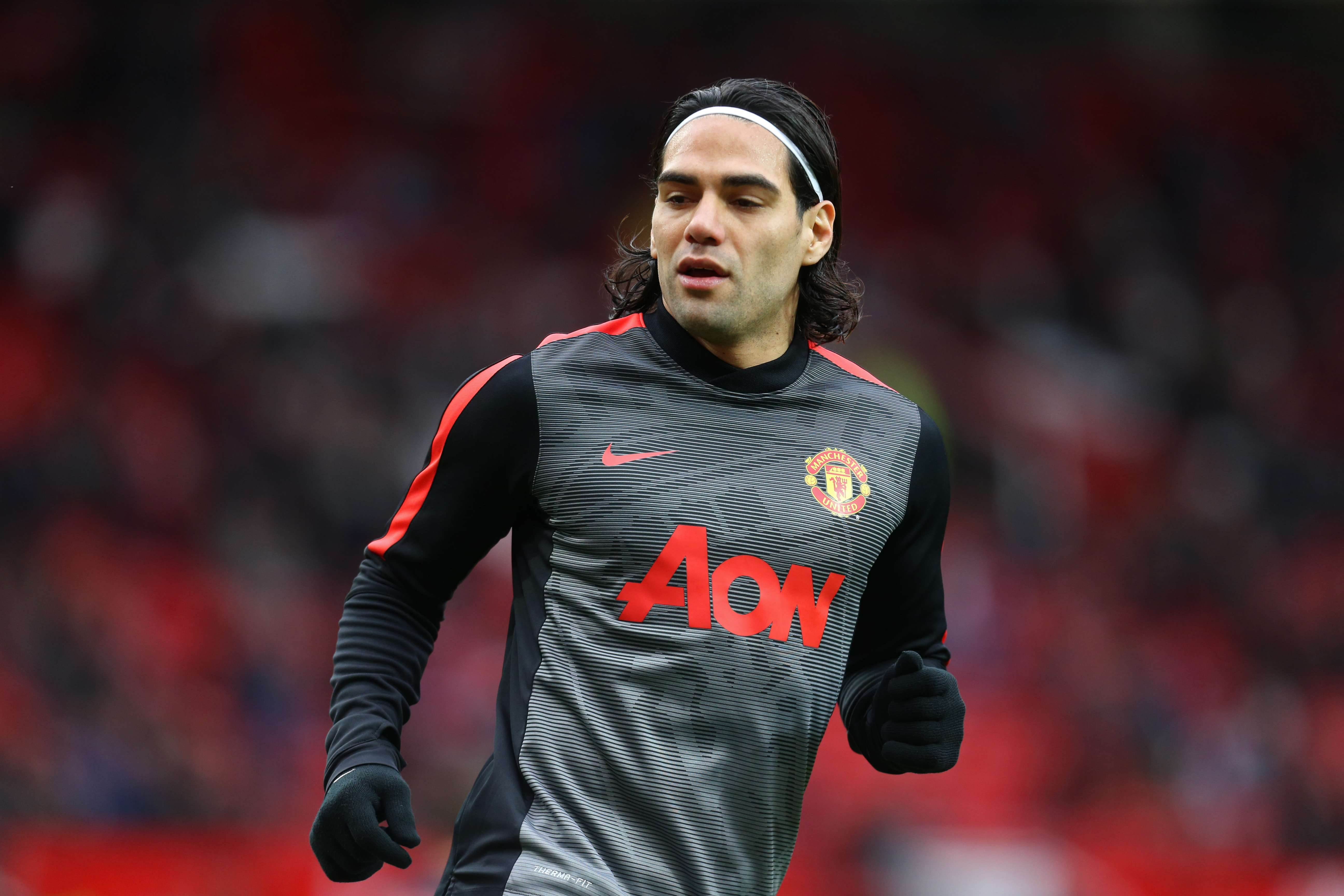 "Football - Manchester United v Sunderland - Barclays Premier League - Old Trafford - 28/2/15 Manchester United's Radamel Falcao warms up before the game Mandatory Credit: Action Images / Carl Recine Livepic EDITORIAL USE ONLY. No use with unauthorized audio, video, data, fixture lists, club/league logos or ""live"" services. Online in-match use limited to 45 images, no video emulation. No use in betting, games or single club/league/player publications. Please contact your account representative for further details. Foto: Carl Recine/REUTERS"