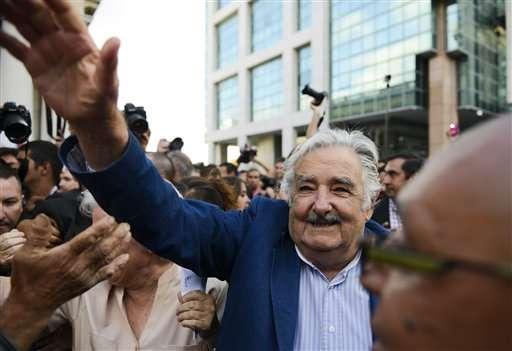 """Los adjetivos """"humilde"""" y """"pobre"""" han acompañado a Mujica durante su gestión de cinco años, durante la cual ha cedido buena parte de su sueldo para fines sociales. Foto: AP en español"""