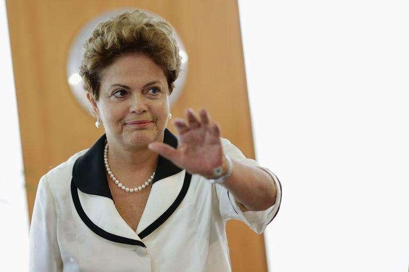 Imagen de archivo de la presidenta de Brasil, Dilma Rousseff, saludando durante una reunión realizada en febrero en el Palacio de Planalto, en Brasilia. Foto: Ueslei Marcelino/Reuters