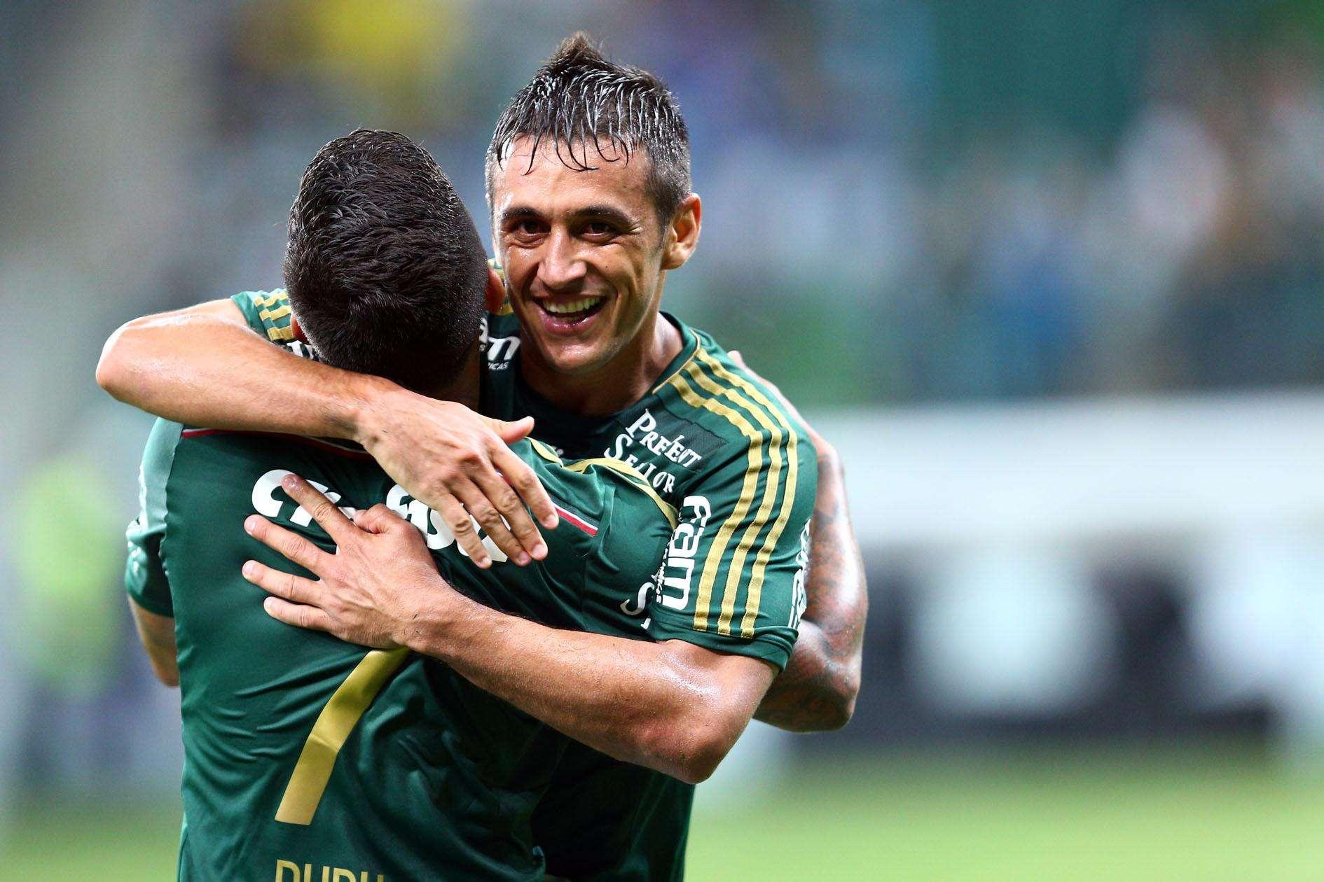 Com dois gols, Robinho foi o nome do jogo na vitória do Palmeiras Foto: Thiago Calil / Photopress/Gazeta Press